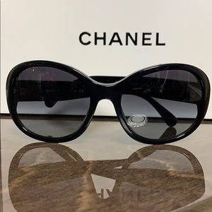 CHANEL CC Turnlock Sunglasses 5235-Q Black